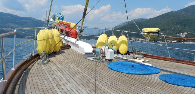 Akana Charter Yacht - 2