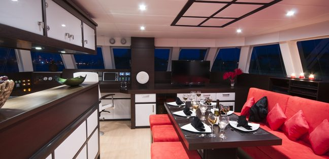 In The Wind Charter Yacht - 8