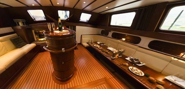 Dame des Tropiques Charter Yacht - 8