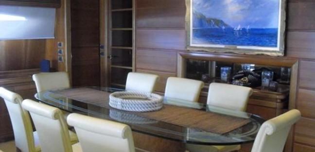 Mariposa Charter Yacht - 4