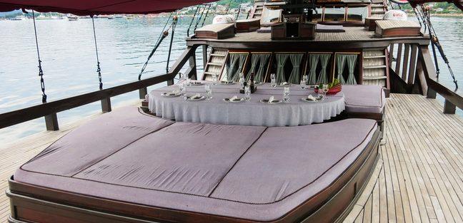 Manta Mae Charter Yacht - 2