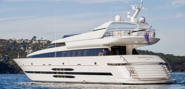 Mohasuwei Charter Yacht