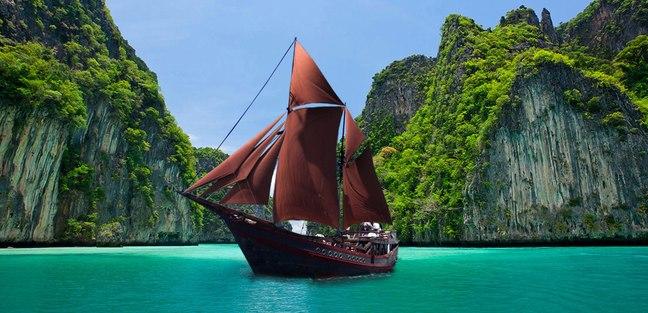 Manta Mae Charter Yacht
