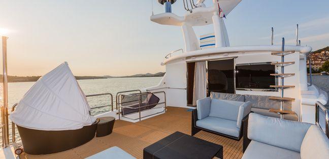 Johnson Baby Charter Yacht - 3