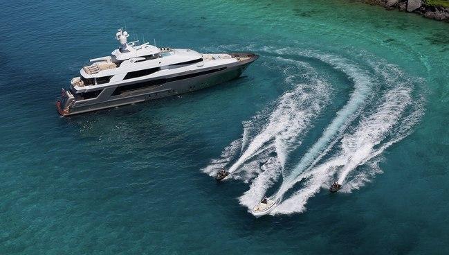 Muchos Mas Charter Yacht