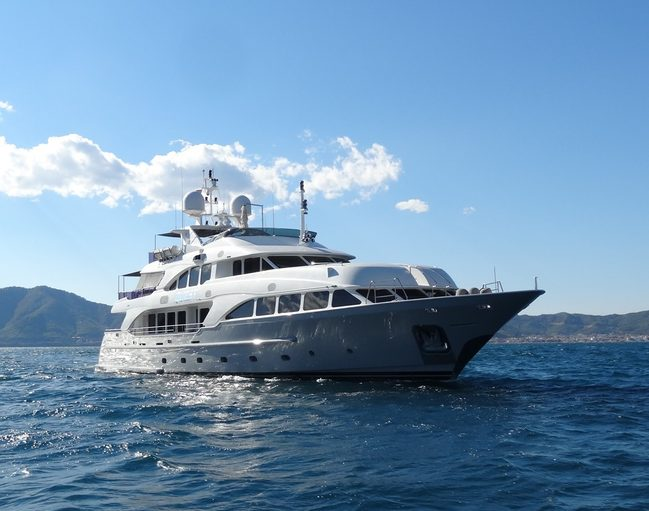 Quest R Charter Yacht