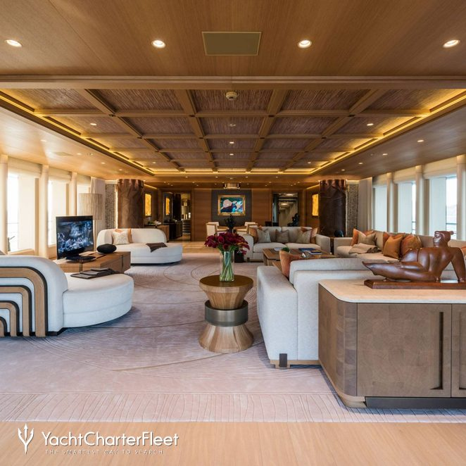Owner's Deck Lounge