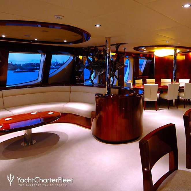 Mid Deck Lounge & Dining