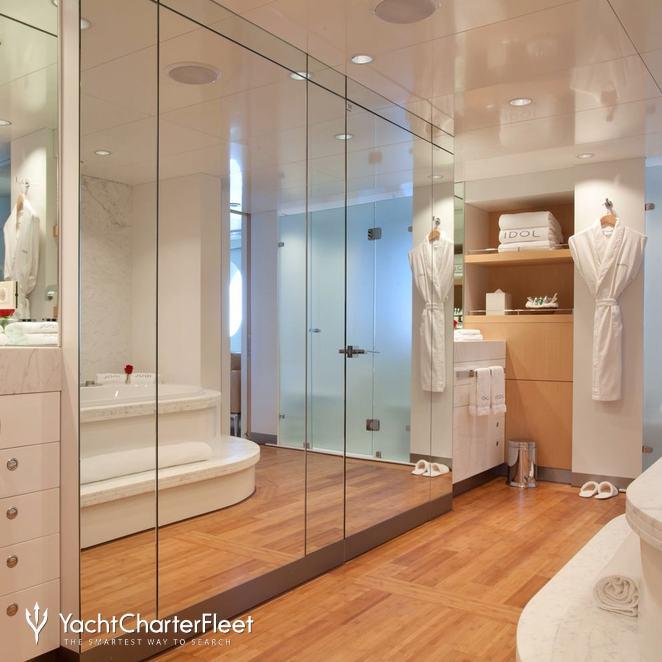 Master Stateroom - Bath