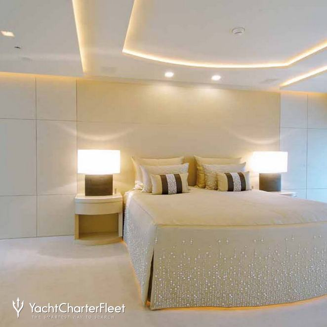 Main Stateroom - Bed