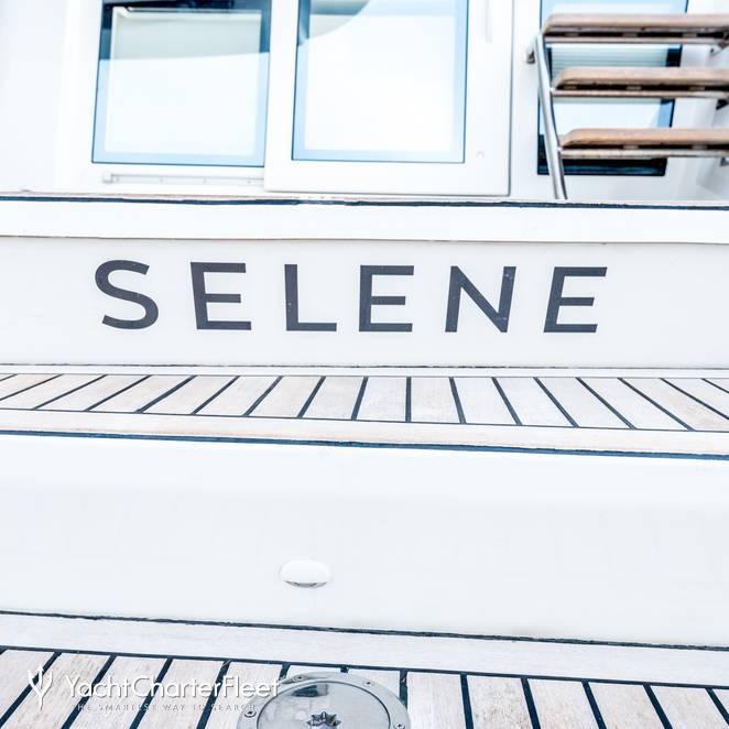 Selene photo 71
