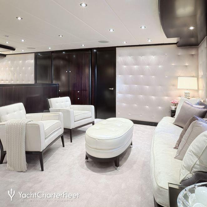 Master Stateroom - Lounge Seating