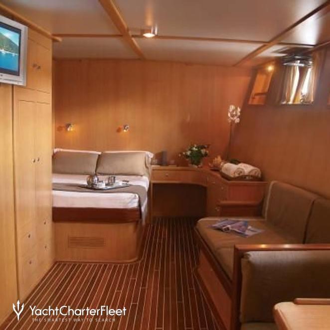 Steel Motor Yacht photo 5