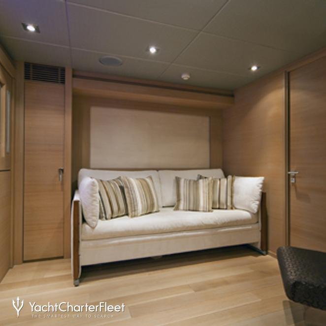 Covertable lower salon/twin cabin