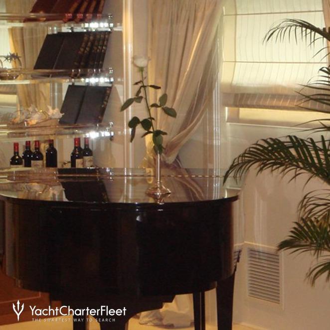 Main Salon - Piano