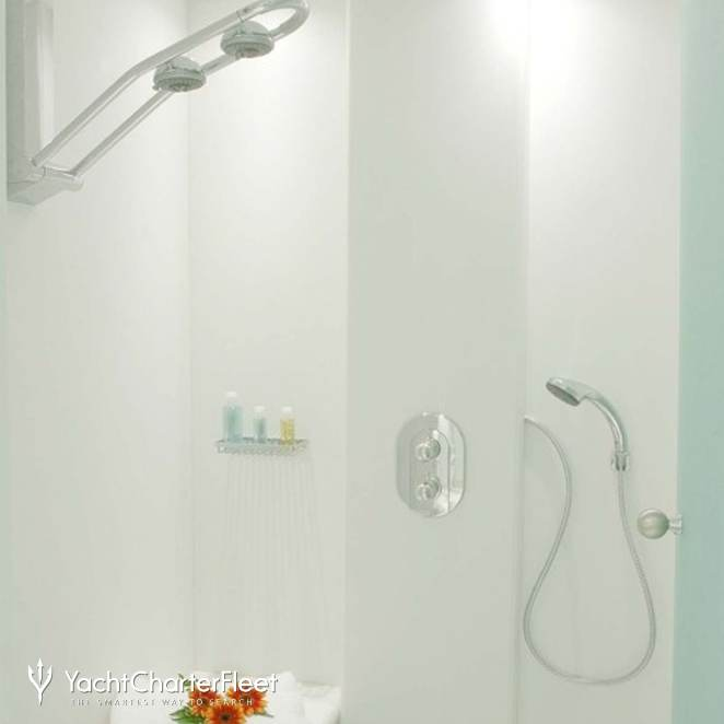 Guest Stateroom - Shower