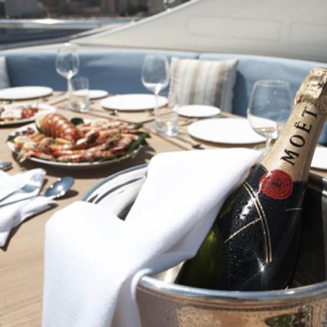 Champagne O'Clock photo 3
