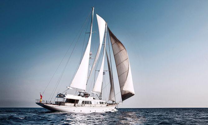 Aiglon Yacht Running Shot