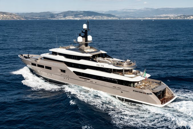 luxury yacht SOLO on a Mediterranean yacht charter