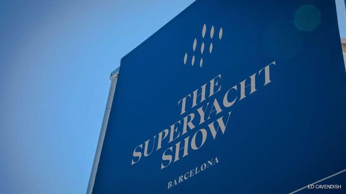 blue flag with The Superyacht Show Barcelona written on it