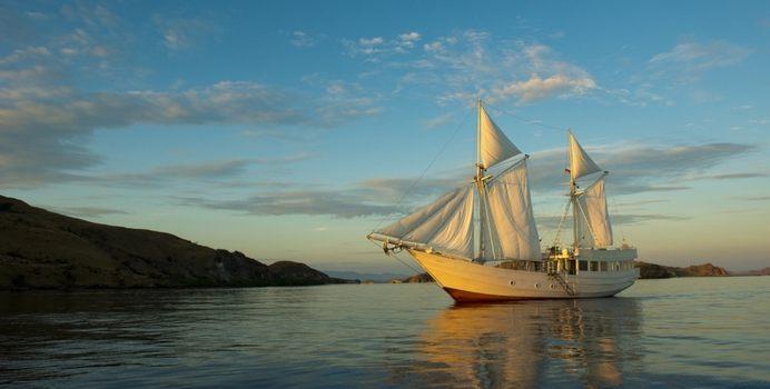 Alexa Yacht Charter in Komodo