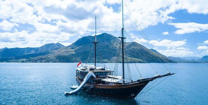 Dunia Baru Yacht Charter in South East Asia
