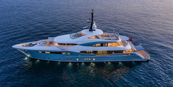 Snow 5 Yacht Charter in Antibes