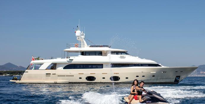 Best Off yacht charter Custom Line Motor Yacht