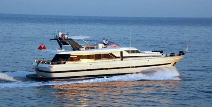Lagoon yacht charter Cantieri di Pisa Motor Yacht