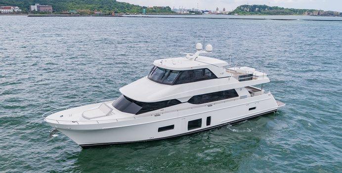 Summer Breeze yacht charter Ocean Alexander Motor Yacht