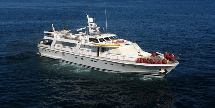 Nafisa yacht charter CNL - Cantieri Navali Lavagna Motor Yacht