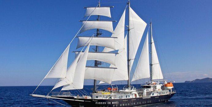 Running On Waves yacht charter Segel Masten Yachten Sail Yacht
