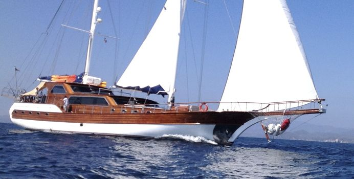 Besame Mucho Yacht Charter in Central America