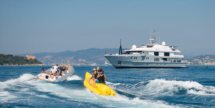 Idol yacht charter Oceanfast Motor Yacht