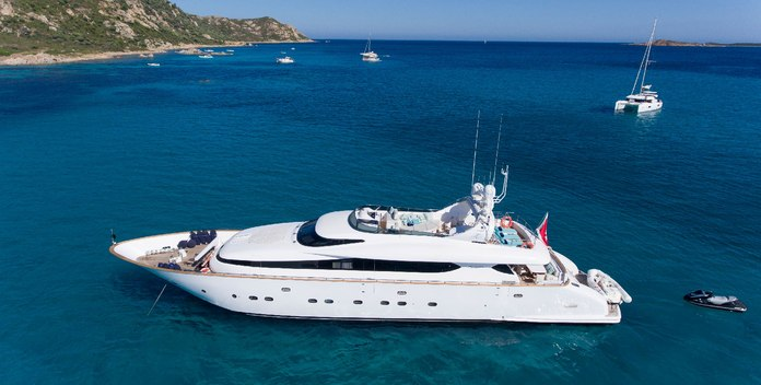 Amaya yacht charter Maiora Motor Yacht