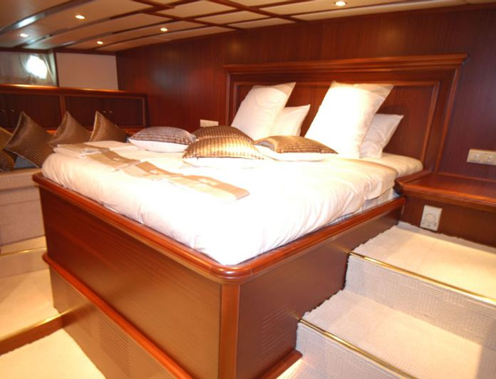 Master Stateroom - Bed