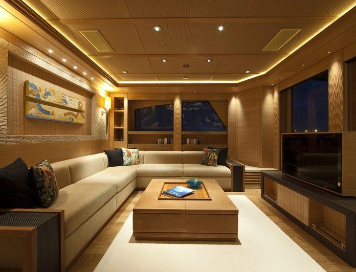 Master Lounge - Windows