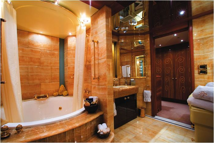 Perfect persuasion yacht oceanfast yacht charter fleet for Perfect master bathroom