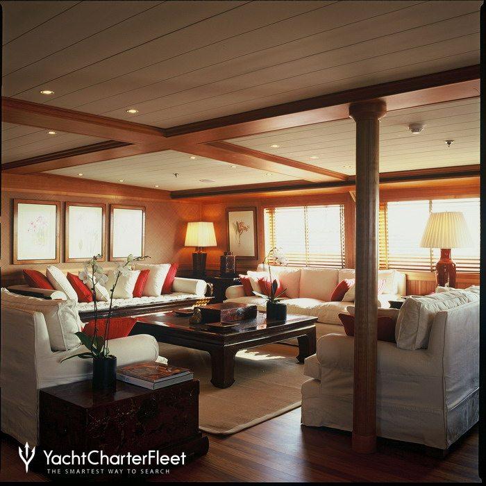 Bleu de nimes yacht charter price clelands shipbuilding for Salon de l erotisme nimes