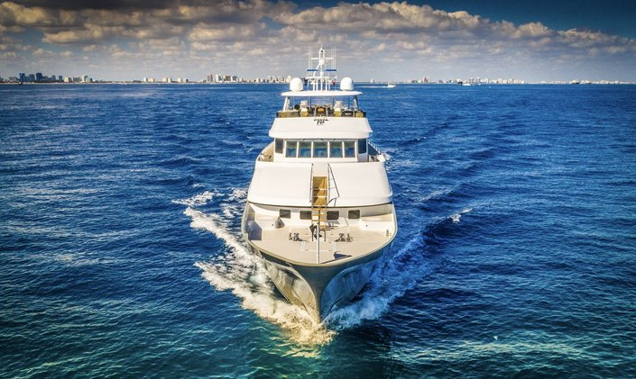 M/Y LOON to provide emergency aid to the Bahamas