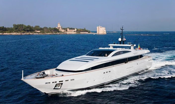Superyacht 'APACHE II' Available for MPIM