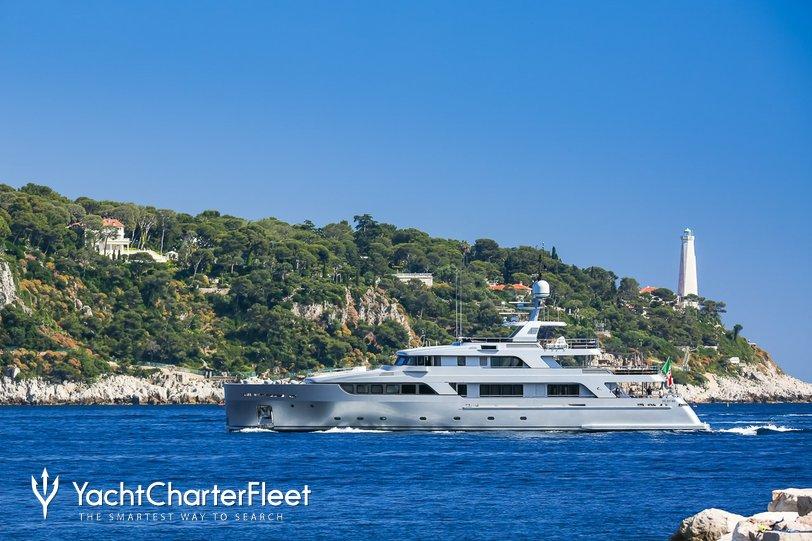 Dragoluna Charter Yacht
