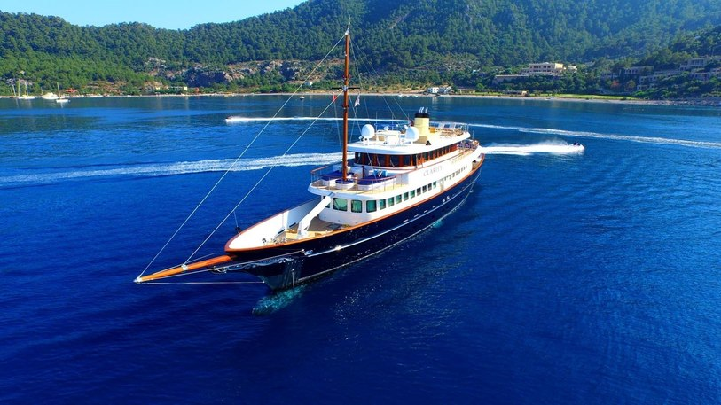 superyacht CLARITY at anchor on a luxury yacht charter
