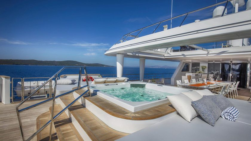 M/Y KATINA Heads to the Maldives for Winter