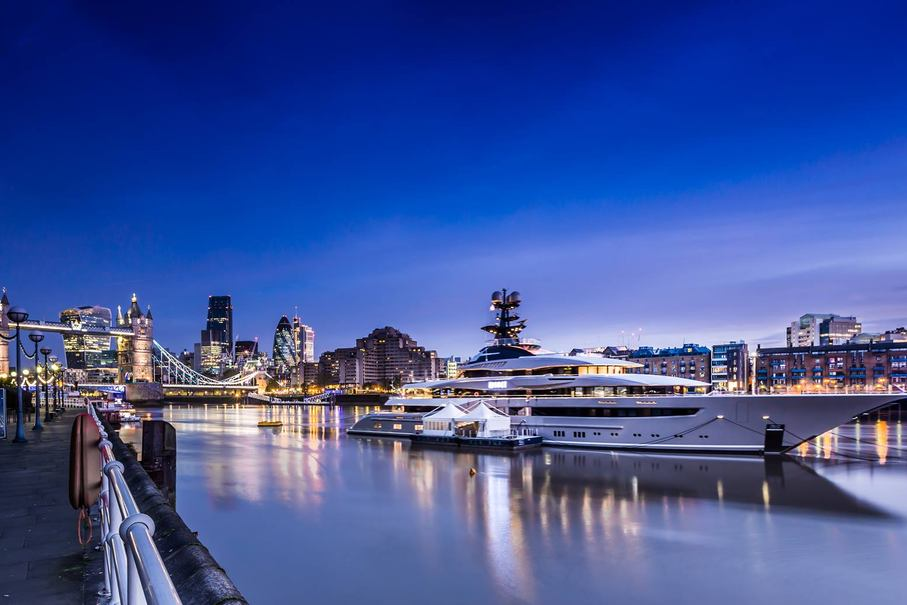 Kismet Yacht in London at night