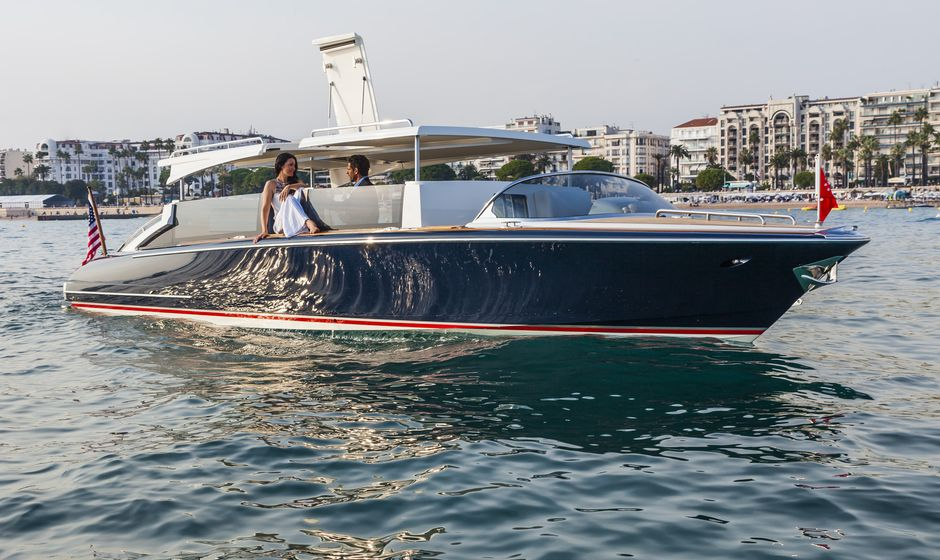 10 Top Charter Yachts With Limousine Tenders