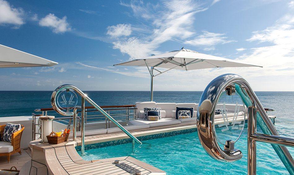 Charter yacht 'Quattroelle's' bridge deck infinity pool