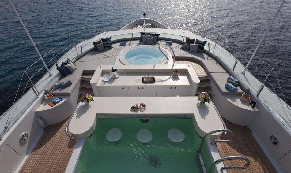 Superyacht Imagine's swimming pool