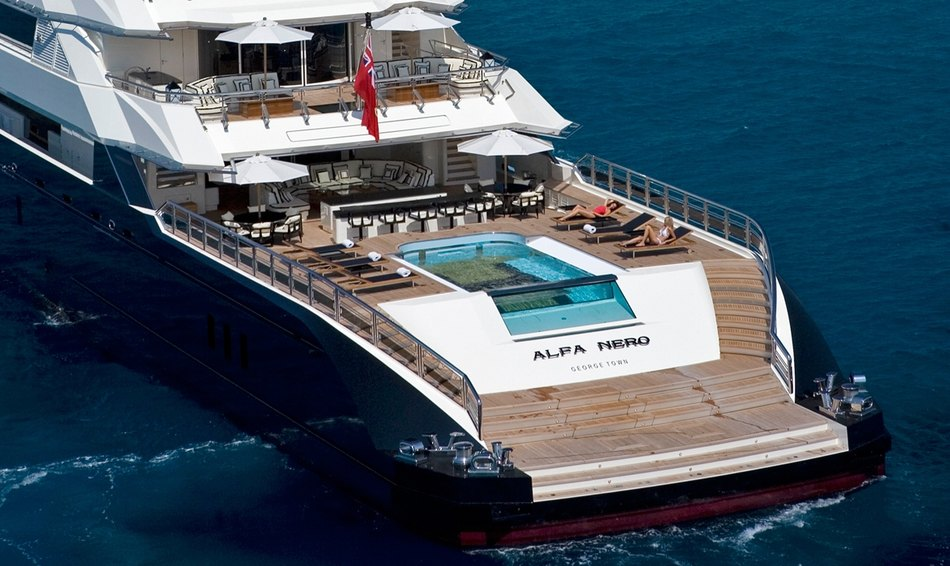 'Alfa Nero's' impressive infinity pool