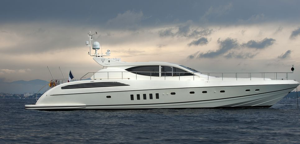 Cristal 1 Charter Yacht